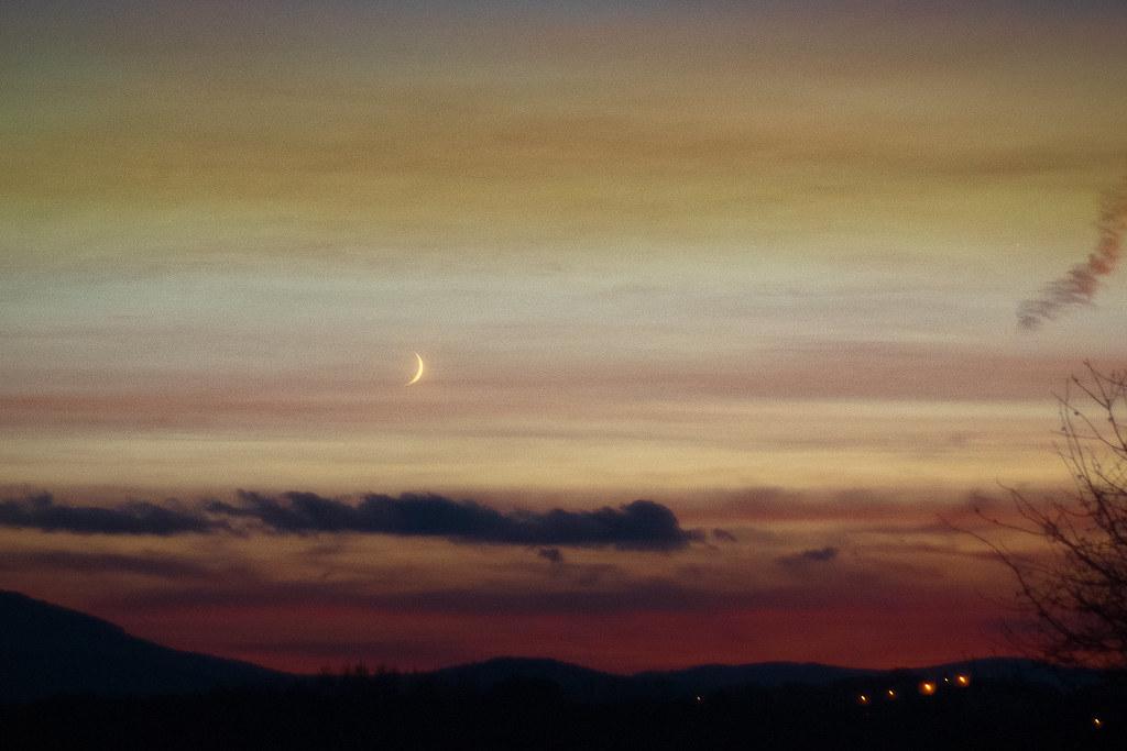 Cienki księżyc / Thin moon