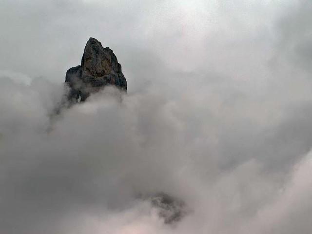 cima tra le nubi