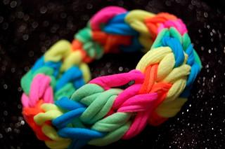 neon finger loop bracelet | by swelldesigner