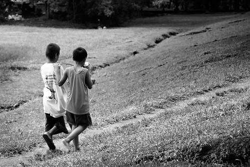 monochrome up kids garden fun blackwhite george friendship walk philippines pals mateo pinoy gregorio sunkengarden universityofthephilippines thehousekeeper teampilipinas flickristasindios litratistakami stphotographia photokalye georgemateo ikawaypinoy