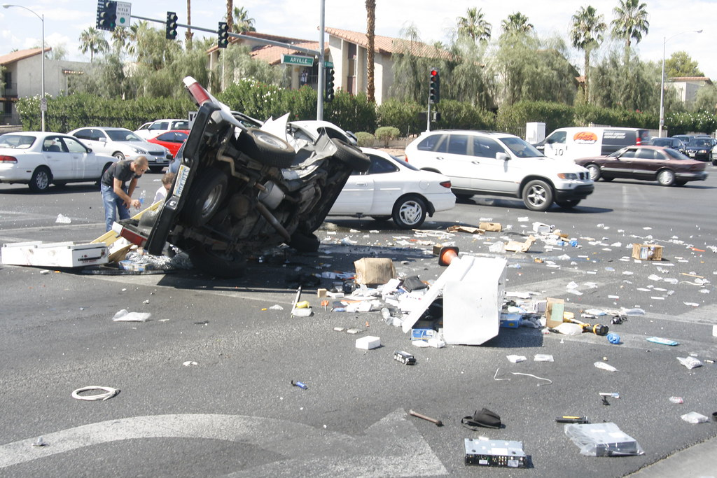 Las Vegas Car Accident >> Car Accident Las Vegas A Woman Decided To Jump The Red Lig