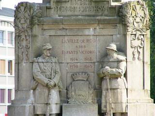 Soldats du monument de la victoire