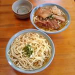 Hirara, Okinawa, Japan 古謝本店にて 奥:やきそば 手前:がんずうそば