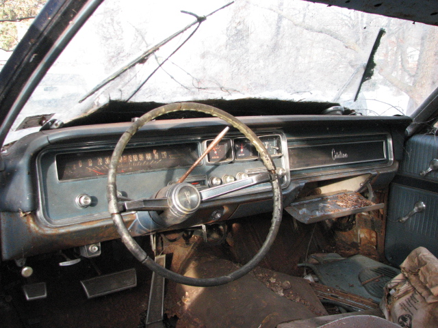 A 1966 PONTIAC CATALINA DASH IN DEC 2009