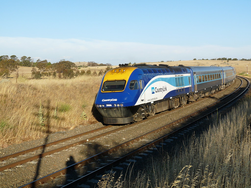 passing XPT 3   ST24 Melbourne-Sydney XPT, rounding curves n…   Flickr