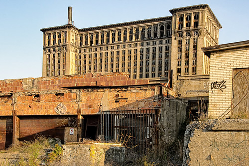 Abandoned Train Depot in Detroit | by Bob Jagendorf