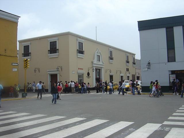 DSC02654 - Casa ocupada por el Scotiabank (antes el Bco. Continental)