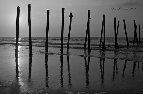 ocean old morning sky usa sun reflection beach broken clouds sunrise reflections d50 pier blackwhite newjersey nikon ruins nj atlantic oceancity 2009 ocnj brokenpier superaplus aplusphoto platinumheartaward old59thstreetpier