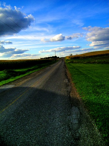 ohio vanishingpoint october freehand hdr countryroad photomatix ruralohio mechanicstown
