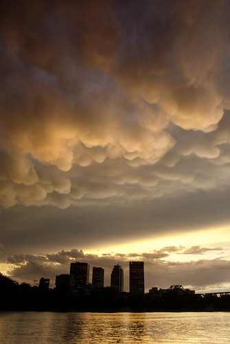 storm building skyline architecture clouds winnipeg manitoba mammatus