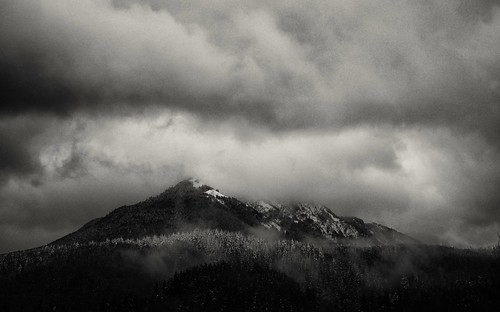snoqualmiepass northbend washington pnw mountainpeaks winterstorm winterclouds dusk i90exit34 february 2017 trees naturelover natur sonyilce7rm2 fe24240mm monochrome bwlandscape bwwinter blackandwhite alvinharp