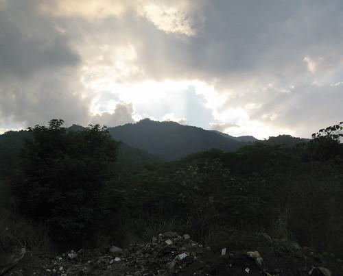 sunset mountains trash garbage honduras centralamerica sanpedrosula