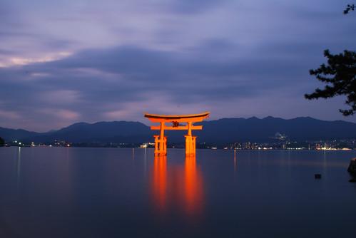 japan gate hiroshima miyajima torii