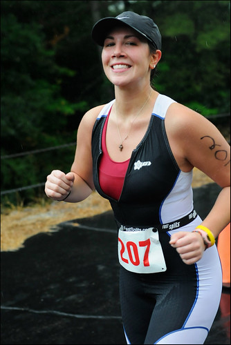 woman girl running strong strength athlete runner triathlon triathlete podiumfinish capitalmultisport cloughtriathlon2009 jordancuddemi