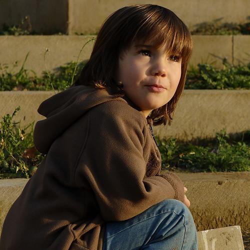 portrait color eye girl look stairs ojo child retrato oeil 100views olho enfant fille escalier couleur regard
