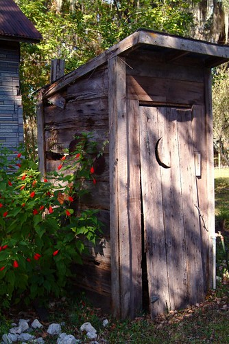 street old city travel red color history fall beautiful rural landscape bathroom photography photo pretty florida photos decay awesome country rustic toilet super use restroom historical weathered fl outhouse backroads delapidated 301 countryroads oldflorida privy hwy301 mikewoodfin