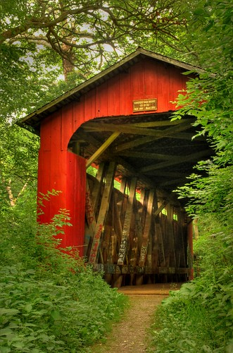 wood ohio red graffiti pedestrian hidden coveredbridge hdr yellowsprings cemetaryroad howetruss glenhellen