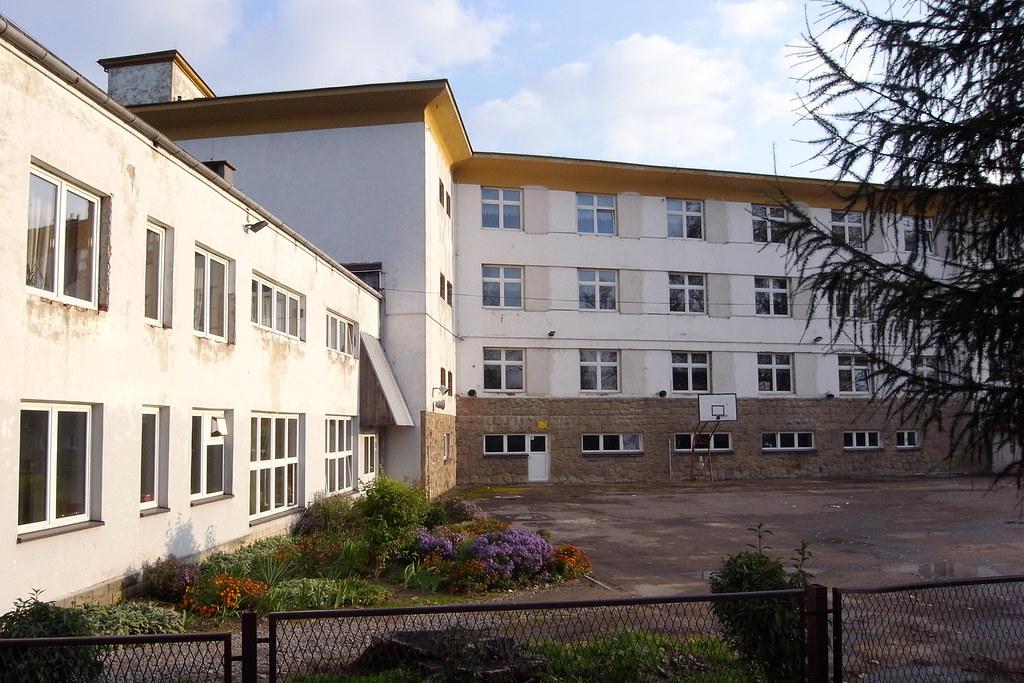 Szkoła podstawowa / Primary school