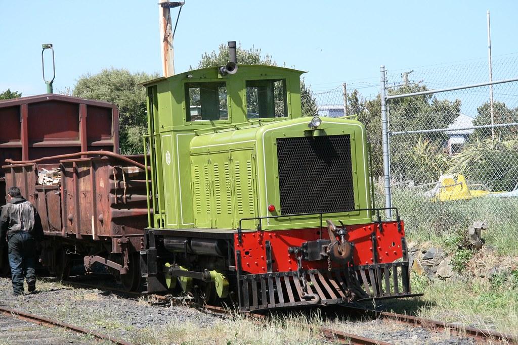 Diesel Locomotive TR81 - b