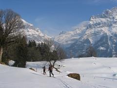 Kousek nad Grindewaldem sněhu ubývalo a den se chýlil ke konci.