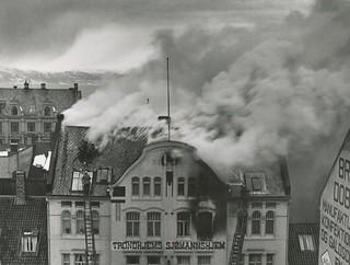 Trondhjems Sjømannshjem brenner / Trondhjems Home for Sailors on Fire (1935)