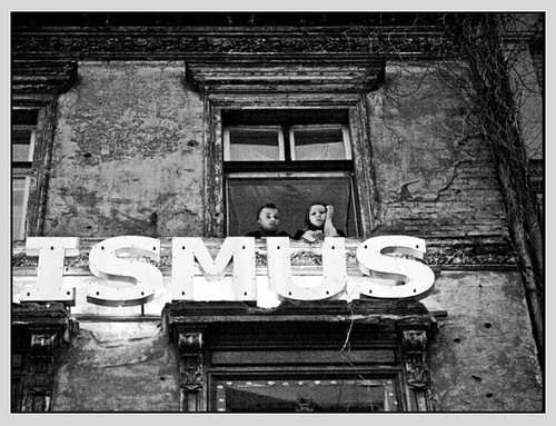 ...ISMUS