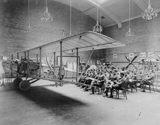 Lecture on rigging, School of Aviation, Royal Flying Corps Canada, University of Toronto / Cours sur le montage-réglage, École d'aviation, Royal Flying Corps Canada, Université de Toronto