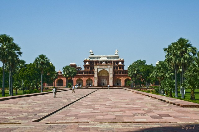 Entrance to the main tomb of Akbar's complex (circa. 1600)