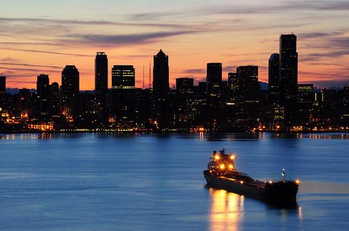 seattle skyline sunrise washington nikon cityscape elliottbay freighter davidhogan d5000 pugetsoound
