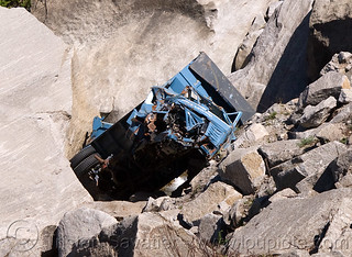 DSC11761 - Truck wreck in Ravine - Road to Rohtang Pass - Manali to Leh road (India) | by loupiote (Old Skool) pro