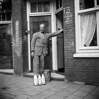 06-28-1952_10694 Melkboer | Melkboer, Amsterdam, 28 juni 195… | Flickr