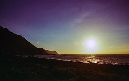 nikonfm2n nikonfm2 nikon fm2 35mm 135film film analog analogue kodak nikkor jaredyeh hiphopmilk taiwan lanyu orchid island pongso no tao yami 蘭嶼 iraraley sun sunlight sunset sky blue sea ocean beach shore coast mountain twilight