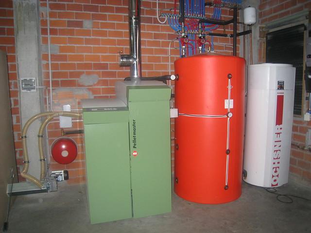 Caldera de pellet y Aerotermo para agua caliente