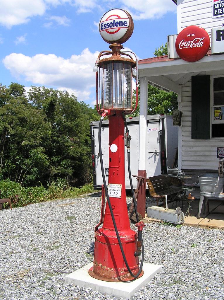 Essolene visible gas pump - Forest, VA   Visible gas pumps f