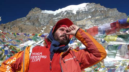 Eric Lon breathing with yoga at 5416 meters, Annapurnas, Nepal
