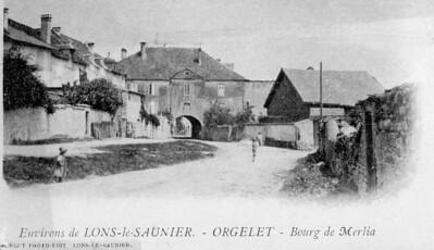 Porte du bourg de Merlia