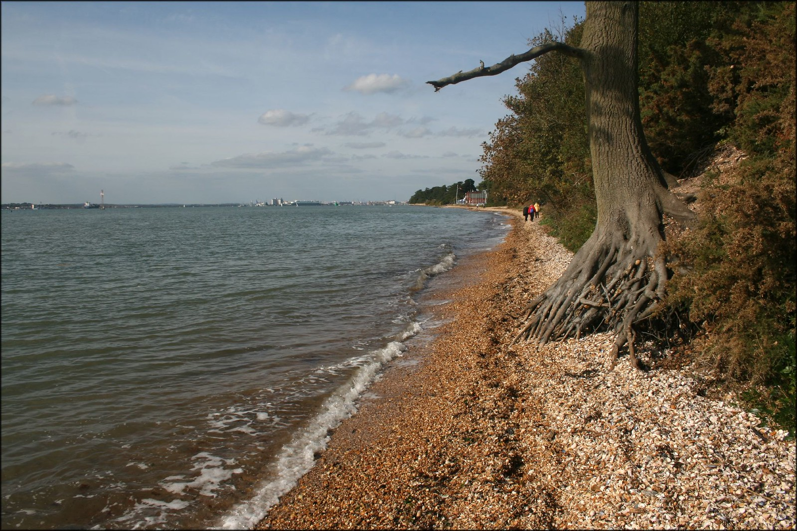 The Solent near Netley The beach gets very narrow in places!