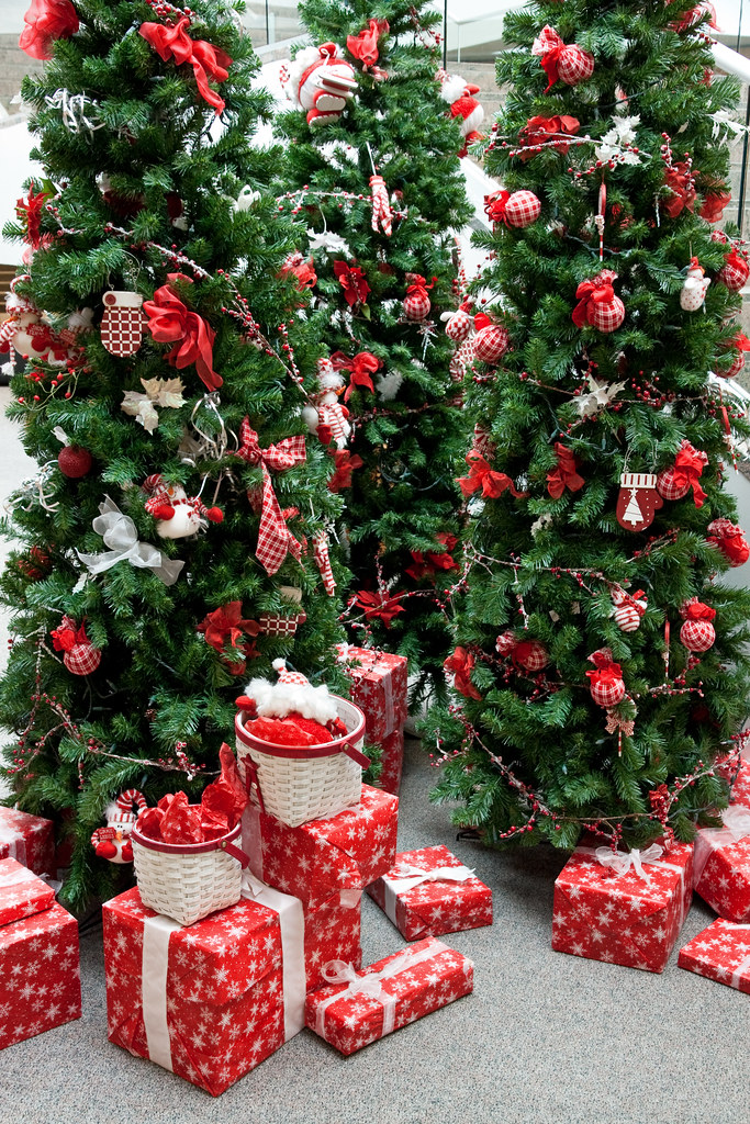 Christmas Decorations Display A Red Green Theme Flickr
