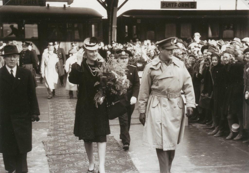 Kronprinsesse Märtha og kronprins Olav i Trondheim 1945 / Crown princess Märtha and crown prince Olav visits Trondheim in October 1945