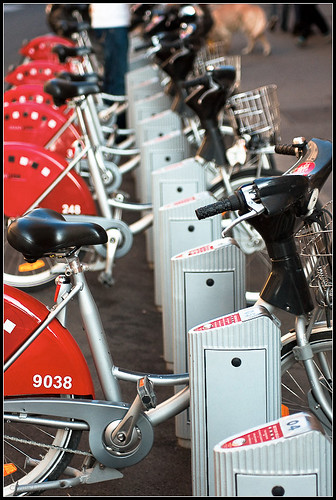 Vélos à louer (lyon)   by Uolir