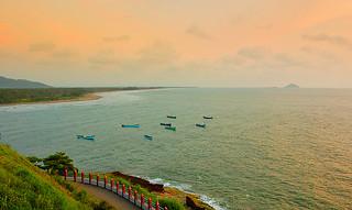 Beach near Murudeshwara temple | by thejasp
