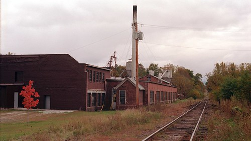 railroad vacation industry vermont factory nikonf5 nikkor50mmf14 colorneg vuescan nikoncoolscan5000ed kodakektar100