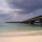 near Sukama, Okinawa, Japan 前浜農村公園? 来間大橋の宮古島側の付け根にある 小さなビーチがあって、マリンスポーツも出来るみたいだ