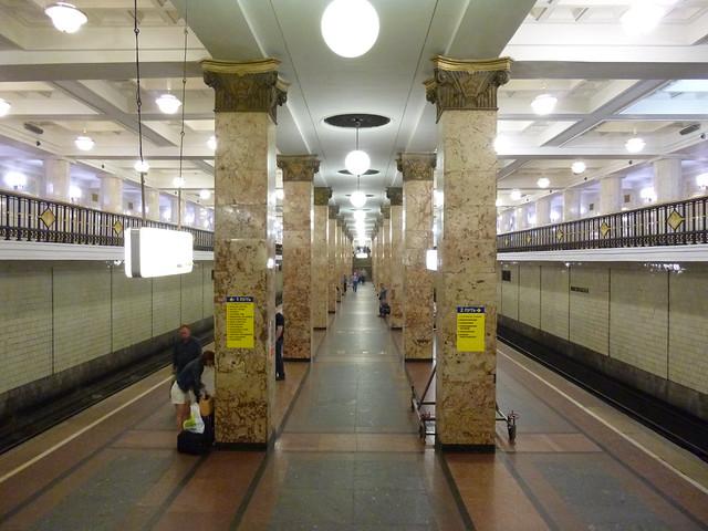 Metro Moskau: Комсомольская (Сокольническая)