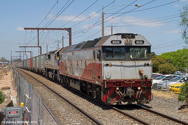 G532-VL356 with 9476 up Qube Maryvale Paper Train at Clayton (15/12/2016).