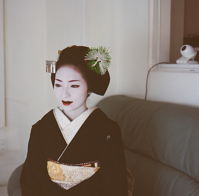Maiko luciendo ohaguro
