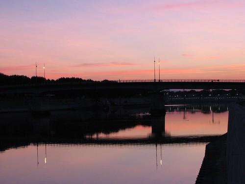 bridge pink sunrise rhône arles leverdusoleil laroquette pontdetrinquetaille