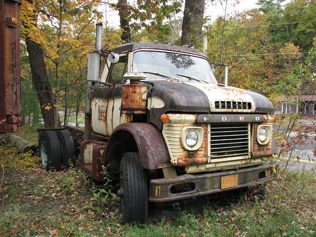 AN OLD FORD TRUCK OCT 2009