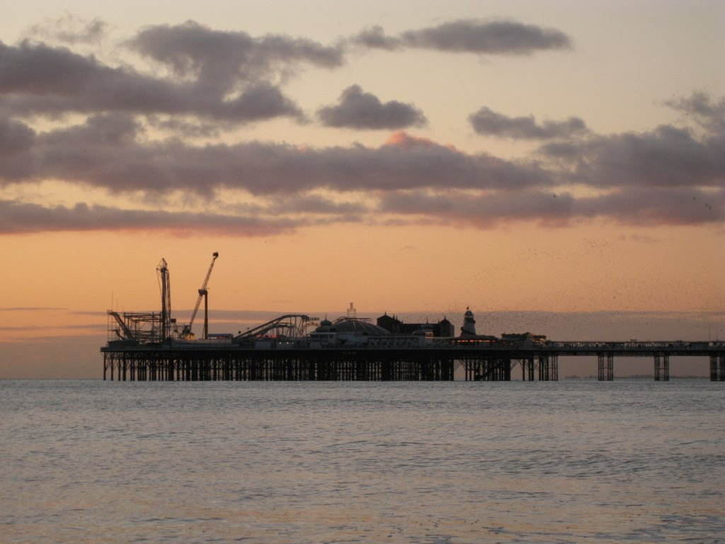 Brighton Pier One can see starlings swarming around the pier before they go to roost. Unfortunately I was a tad too far away for the spectacle. Well, some other time.
