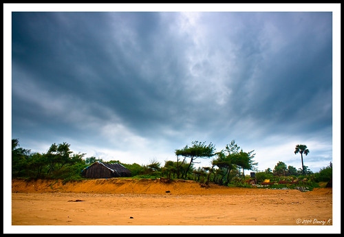 Cloudy Baga Beach, Goa | by kdinuraj